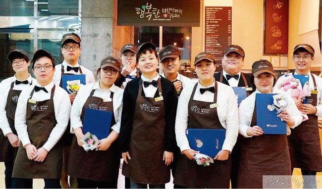 지난해 12월 '행복한 베이커리&카페' 종로점에서 열린 바리스타 대회 참가자들.