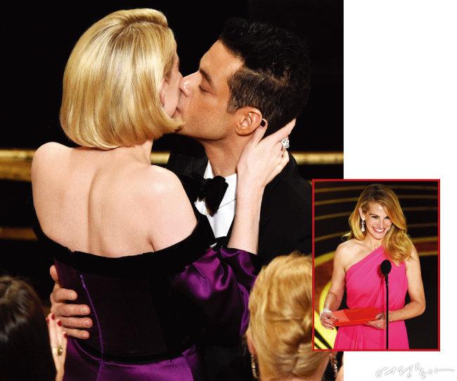 '보헤미안 랩소디'로 남우주연상을 수상한 라미 말렉이 자신의 이름이 호명되는 순간 연인 루시 보인턴과 키스를 나누는 장면(왼쪽). 작품상 시상자로 나선 줄리아 로버츠.