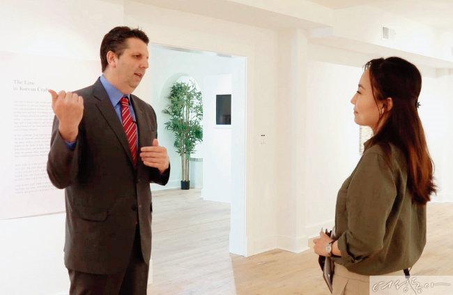 마크 리퍼트 전 대사(왼쪽)는 미국으로 돌아가서도 워싱턴 한국문화원에서 매주 한국어를 배운다.