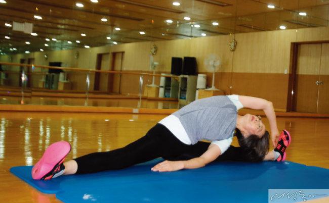 이영순은 요가로 체력과 몸매를 관리한다.