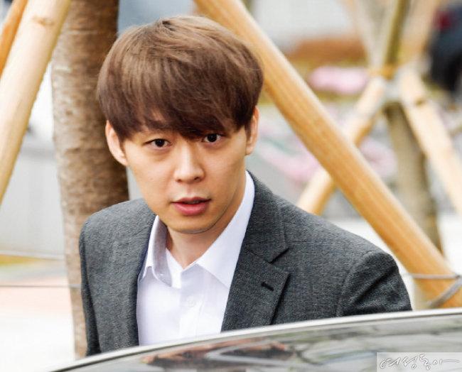 징역 1년 6개월 구형 박유천 재판정서 눈물