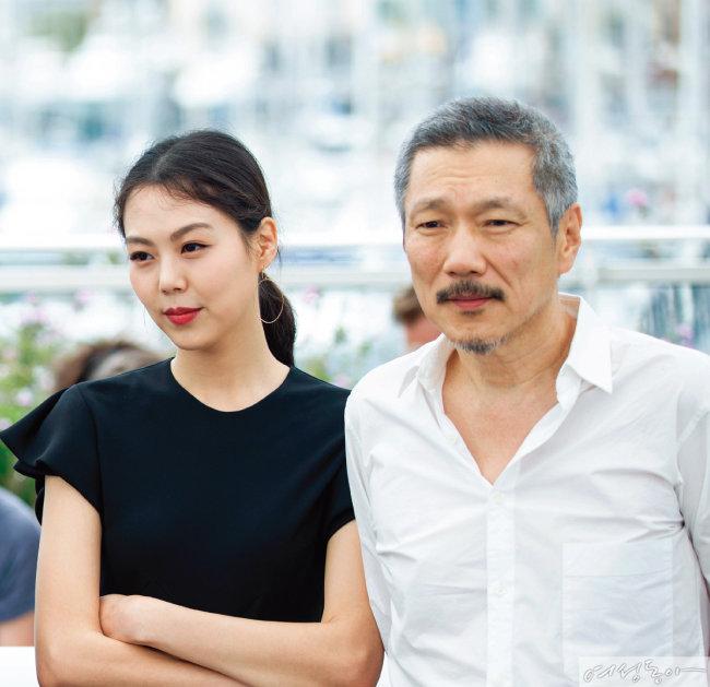 """['여성동아' 단독] """"홍상수는 유책 배우자"""" 판결 이유 & 부인 조씨의 심경"""