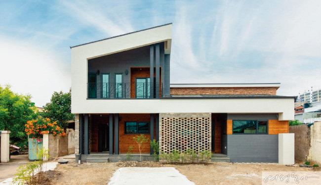 전원주택 건축시장의 트렌드를 이끌다 홈트리오(주)
