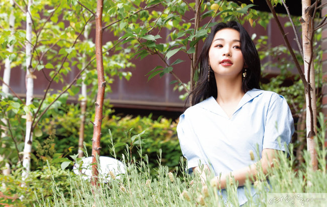 7월 말 앨범을 발매하는 신유미는 사랑하는 사람에게 고백하기 위해 용기를 내는 설렘 같은 기분을 느낀다고 했다.