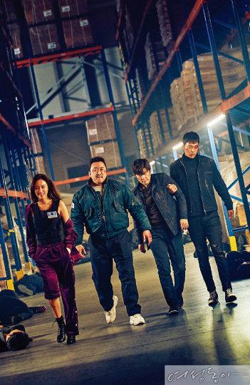 영화 '나쁜 녀석들'에서 독기 충만한 경찰대 출신 전직 형사 고유성 역을 맡은 장기용(맨 오른쪽). 김아중, 마동석, 김상중과 함께 악의 무리에 맞서는 정의로운 캐릭터다.