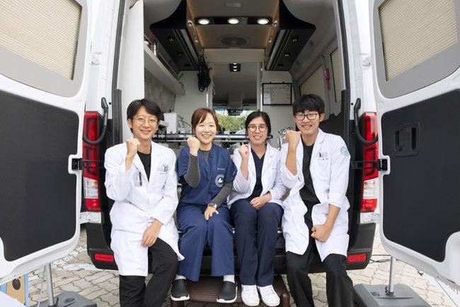 '아임도그너' 캠페인에 동참한 건국대부속동물병원 수의사들.
