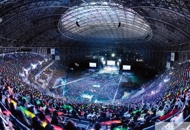 서울 고척스카이돔에서 개최한 제17회 새생명 사랑의 콘서트 현장.