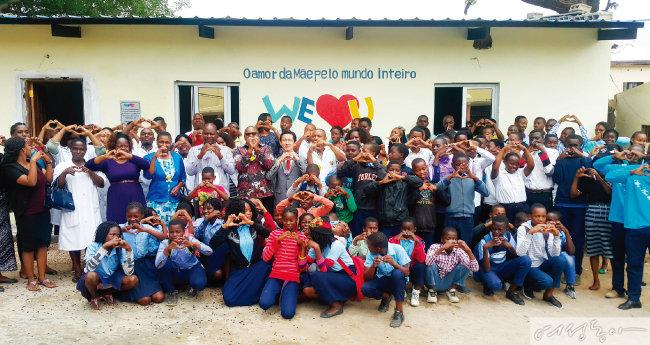 위러브유는 2018년 모잠비크 랑게느 필로투 초·중등학교에 도서관을 설립하고 도서를 지원했다.