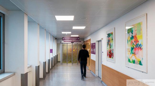 레드밴스 LED 조명이 설치된 오스트리아의 세계적인 의학센터 티롤 클리닉.