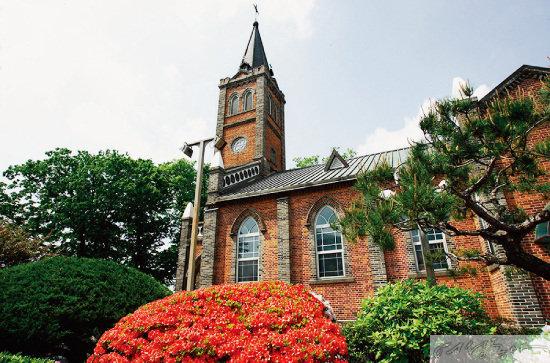 공주 지역 최초의 천주교 성당인 '중동성당'. 올해로 설립 1백23주년을 맞았다.