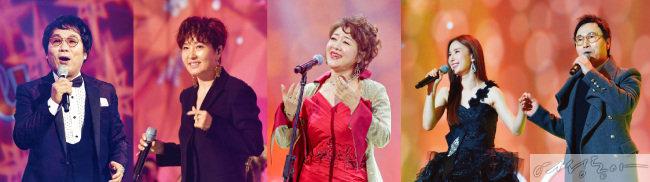 새생명 사랑의 콘서트 무대에 오른 가수 이용과 정수라, 소프라노 박미혜, 리아킴과 김종환(왼쪽부터).