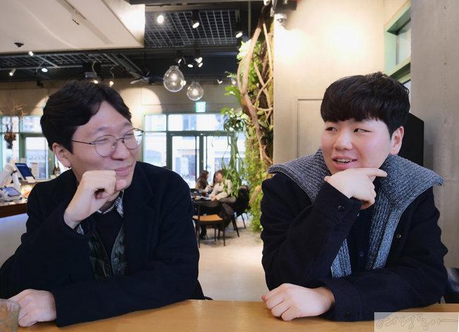새해 첫 날 만난 펭수의 전 매니저 전원배 씨(왼쪽)와 박재영 PD.