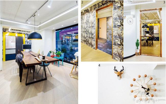 1 우드슬랩 테이블과 컬러 및 디자인이 다른 의자 여러 개로 카페 같은 분위기를 연출한 조 대표의 사무실. 테이블 조명은 빛이 자연스럽게 퍼지면서 전구가 직접 눈에 보이지 않는 반원형 디자인을 선택했다. 2 장 폴 고티에의 작품을 활용한 벽지와 이탈리아산 빈티지 타일, 금빛 몰딩 등을 활용해 꾸민 사무실 안쪽 공간. 3 문은 거울로 장식해 밝고 공간이 넓어 보이는 효과를 줬다. 4 독특한 디자인의 시계와 인테리어 소품으로 각광받고 있는 사슴 헌팅 트로피. 조 대표는 명품 아이템과 저렴한 아이템을 다양하게 매치할 것을 조언한다.