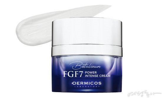 더미코스 파워인텐스 크림 특허받은 FGF7 성분이 진피층까지 도달해 피부 속 콜라겐, 엘라스틴 같은 구조물질 합성을 도와 피부 노화에 대한 전반적인 고민을 해결해준다. 부드러운 텍스처와 쫀쫀한 밀도감으로 피부에 영양과 수분을 공급하고 탄력에 도움을 주는 토털 케어 크림이다.