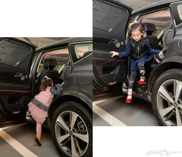 8세 딸은 탑승에 무리가 없는 반면 5세 딸은 까치발을 들어도 탑승이 어려웠다.