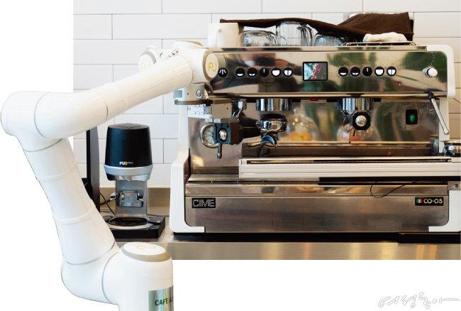 'CAFE AI'의 로봇 바리스타인 에디.