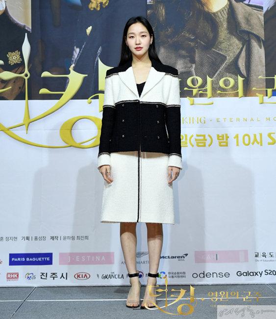 '더 킹: 영원의 군주' 믿고 보는 김고은 황제도 반한 패션
