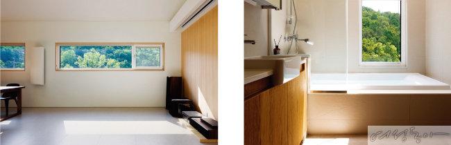2층 거실 한쪽 벽은 홈시어터와 빔 프로젝터를 배치해 주말마다 가족 영화관이 열린다(왼쪽).  2층 욕실. 숲을 바라보며 하루의 피로를 씻어낸다.