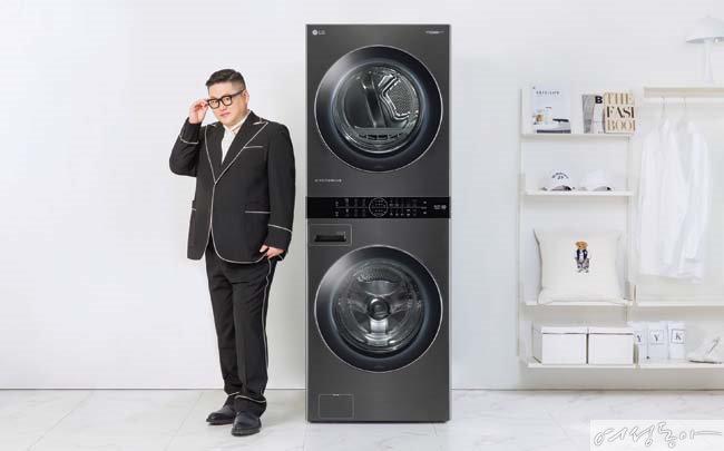 국내 최초 원바디 세탁건조기: 세탁기와 건조기가 하나로 합쳐져,  세탁과 건조를 위한 공간은 분리되면서 단 하나의 조작부로 결합된 일체형 제품 (국내최초:2020년 4월 국내출시 기준), 제품 설치부터 서비스까지 고려한  2개의 분리형 전원코드와 별도 급수 구조 적용 [사진 김도균]