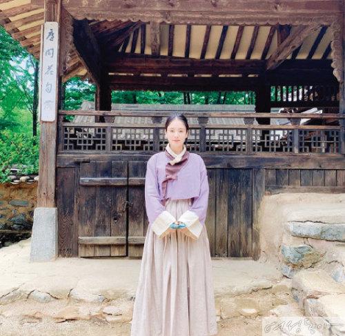 SNS에 올린 넷플릭스 드라마  '킹덤2' 출연 모습.