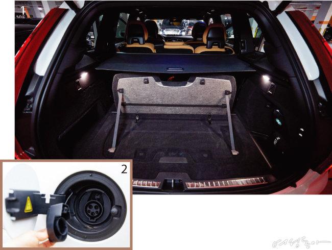 1 트렁크 적재 공간으로, 3명이 앉을 수 있는 3열 좌석이기도 하다. 2 하이브리드 차량으로 운전석 도어 앞쪽에 충전 코드가 있어 손쉽게 충전이 가능하다.