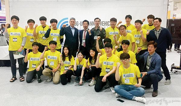 대학 ICT연구센터육성지원 사업에 참여한 학생들.