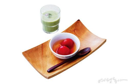 식전 입맛을 돋우는 방울토마토절임.