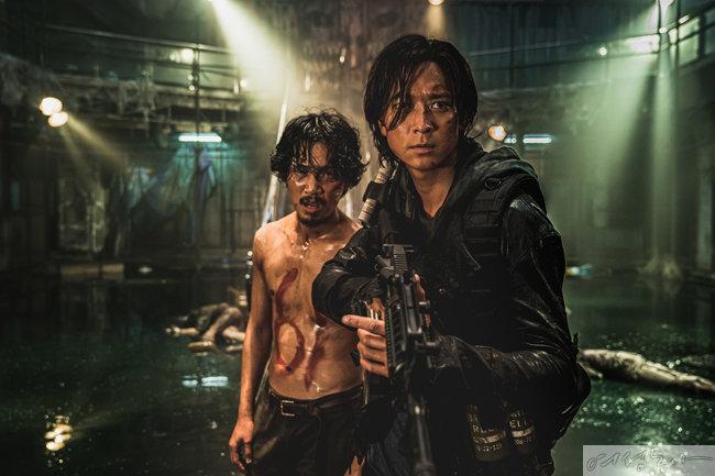 '부산행' 4년 뒤 폐허가 된 땅에 남겨진 자들이 벌이는 최후의 사투를 그린 액션 블록버스터 '반도'. 7월 15일 개봉 예정이다.