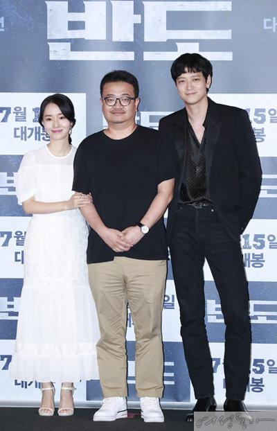 '반도' 언론 시사회에서 참석한 배우 이정현, 연상호 감독, 강동원(왼쪽부터).