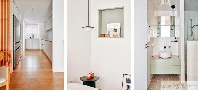 개수대의 위치를 중앙으로 이동해 좁은 주방 내 조리 공간을 최대한 확장했다(왼쪽부터). 침실 벽면에 올리브그린 컬러 오픈장을 내 간단한 소품이나 잡지를 수납할 수 있게 만들었다. 화이트 직사각형과 테라조 타일, 올리브그린 컬러 수납장이 잘 어우러진 거실 화장실.