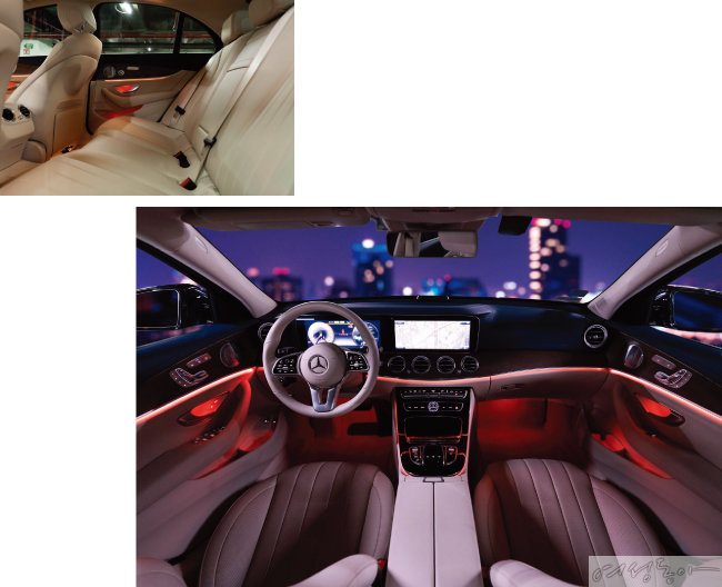 아이보리 색 시트가  내부 공간을 넓어 보이게 한다(위). 운전자 편의를 고려한 운전석과 세련미가 돋보이는 내부 인테리어.