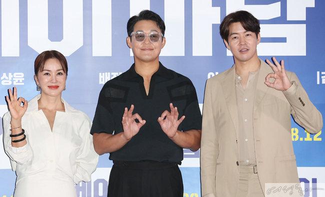 영화 '오케이 마담' 언론시사회에 참석한 배우 엄정화, 박성웅, 이상윤.  [뉴스1]