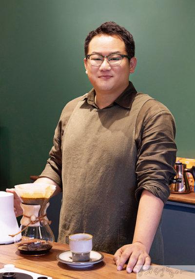 문성용 대표가 직접 내리는 커피 맛도 일품이다.