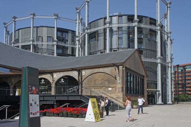 영국 런던 킹스크로스에 위치한 독특한 외관의 임대아파트. 도시재생 사업을 통해 공장지대를 임대아파트로 변모시켰다.