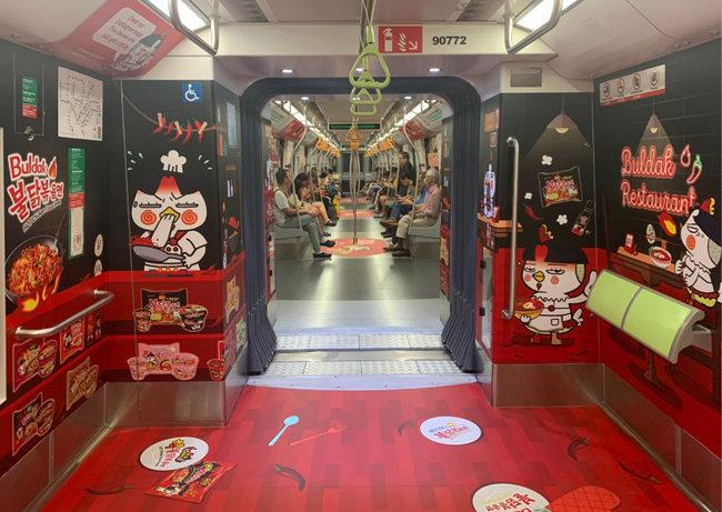 삼양식품은 현지 맞춤 전략의 일환으로 지난해 싱가포르 지하철에 불닭볶음면 래핑광고를 진행했다.