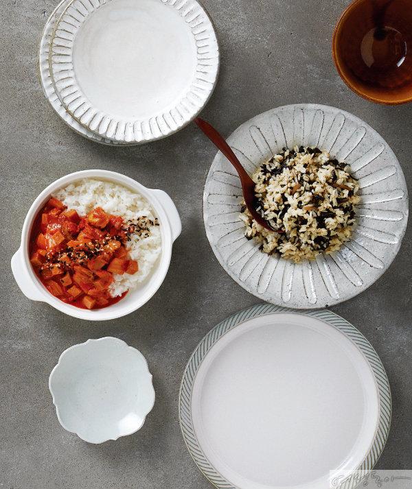 햇반 컵반 스팸 김치덮밥과 오뚜기 곤드레 나물보리밥.