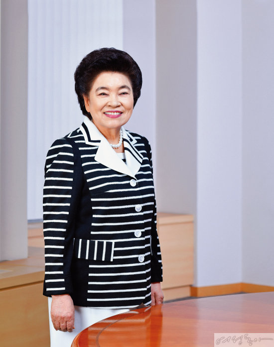어머니의 사랑으로 국제위러브유운동본부를 이끌며 선한 영향력을 전파하는 장길자 회장.