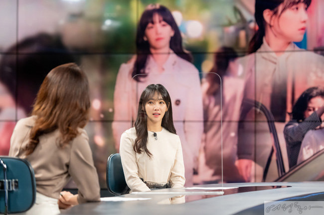 배우 이유리가 드라마 '거짓말의 거짓말' 종영을 맞아 채널A '뉴스A'에 출연해 후일담을 이야기하고 있다.