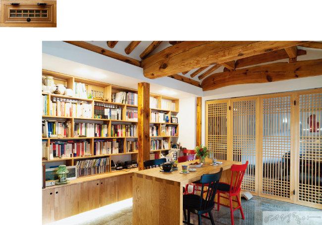 소행성에서 가장 넓은 공간인 응접실. '가장 좋은 집은 사람들이 놀러 오는 집'이라는 부부의 철학을 고스란히 반영했다.