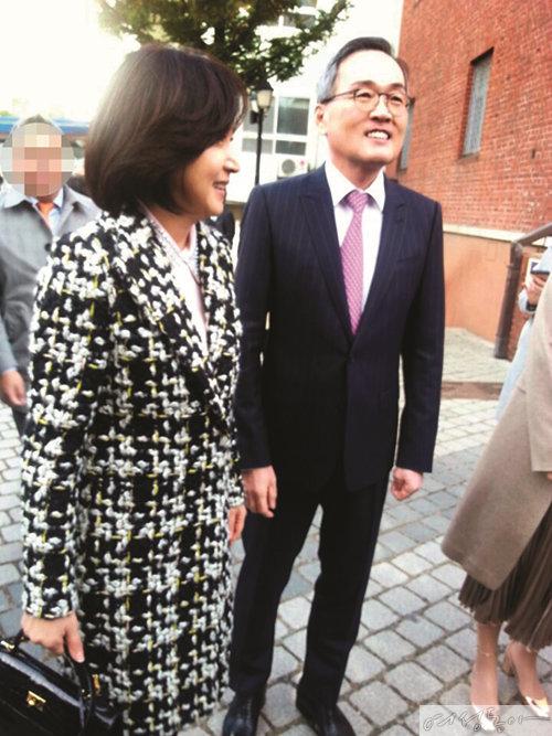 지난 2016년 현대가 결혼식에 하객으로 참석한 배우 박순애 씨와 이한용 풍국주정 대표 부부.