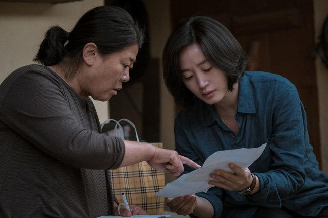 이정은은 영화에 함께 출연한 김혜수의 얼굴을 모니터로 보는 것이 즐거웠다고 말한다.