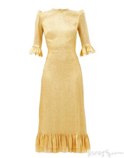 은은하게 빛나는  골드 메탈릭 소재  롱 드레스. 1백80만원대 더뱀파이어스와이프 by매치스패션.