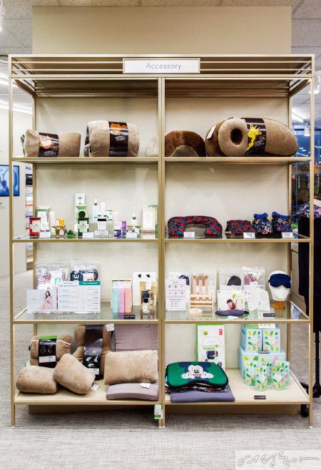 베개와 토퍼 외에 아로마 스프레이와 수면 유도차 같은 수면 테라피 제품도 판매한다.