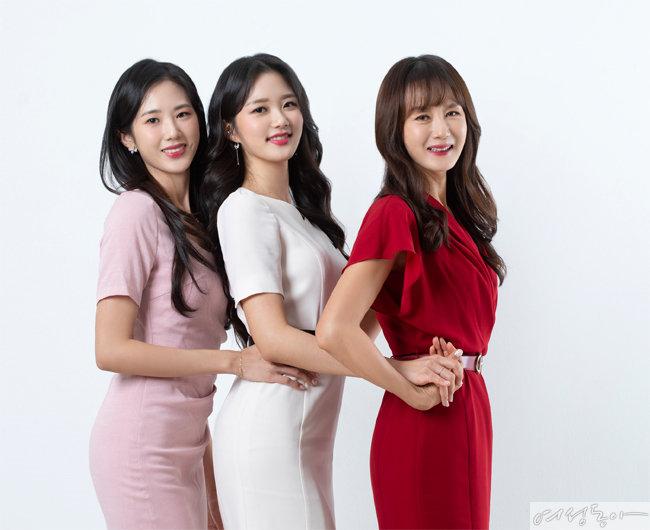 뛰어난 외모와 화려한 스펙을 자랑하는 모녀 3인방. 왼쪽부터 송서윤, 송서현, 유효숙 씨.