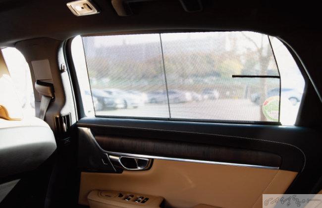 뒷좌석 윈도 선 블라인드와  자동 리어 선 커튼으로 편의성을 높였다.