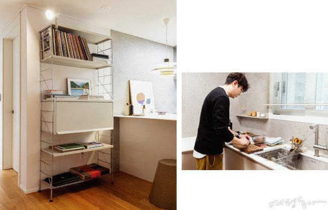 부엌 옆 공간에는 심플한 디자인의 장식장을 두어 전체적인 감성을 통일시켰다(왼쪽).   키가 큰 남편은 높게 제작한 싱크대에서 편리하게 요리한다.