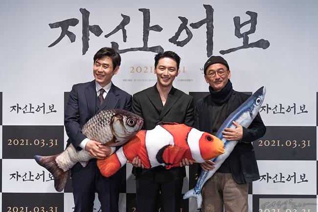'자산어보' 주연배우 설경구, 변요한과 메가폰을 잡은 이준익 감독(왼쪽부터).