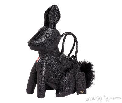 깜찍한 토끼 모티프 백. 5백90만원 톰브라운.