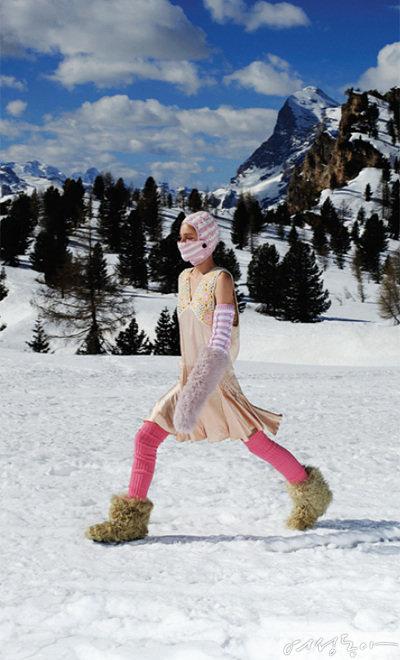 미우미우는 알프스의 설원에서 압도적 스케일의 패션쇼를 열었다.
