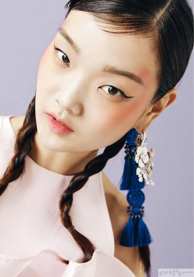 원피스 가격미정 손정완. 이어링으로 활용한 브로치 11만6천원 성시내한복.